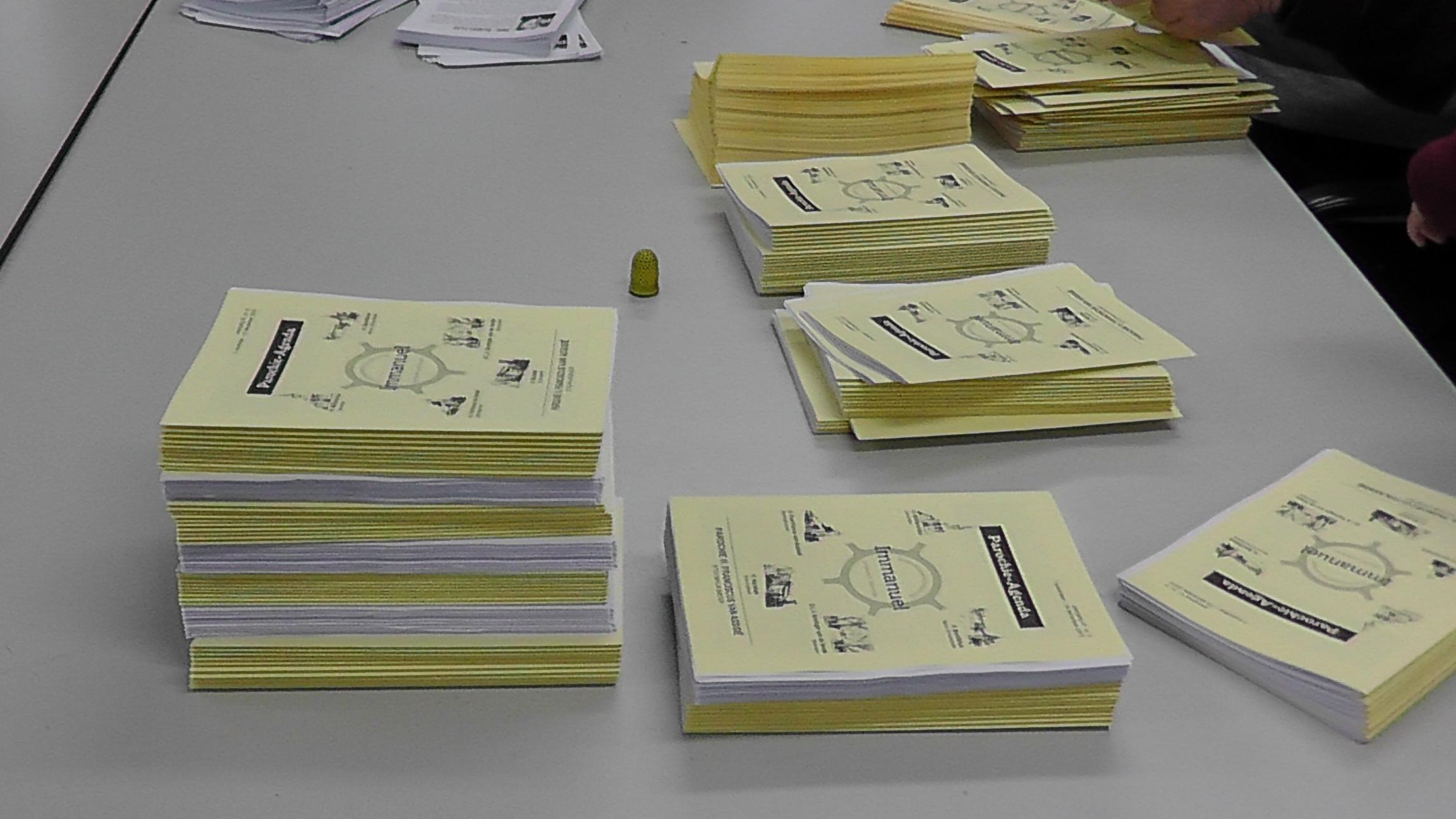 Vrijwilligers insteken parochieblad